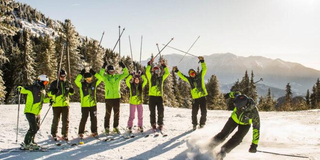 Instructorii Interski din Poiana Brașov sunt tineri și dornici să te facă să iubești sporturile de iarnă